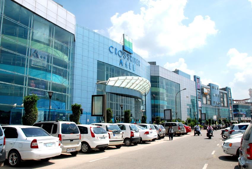 Cross River Mall Banner